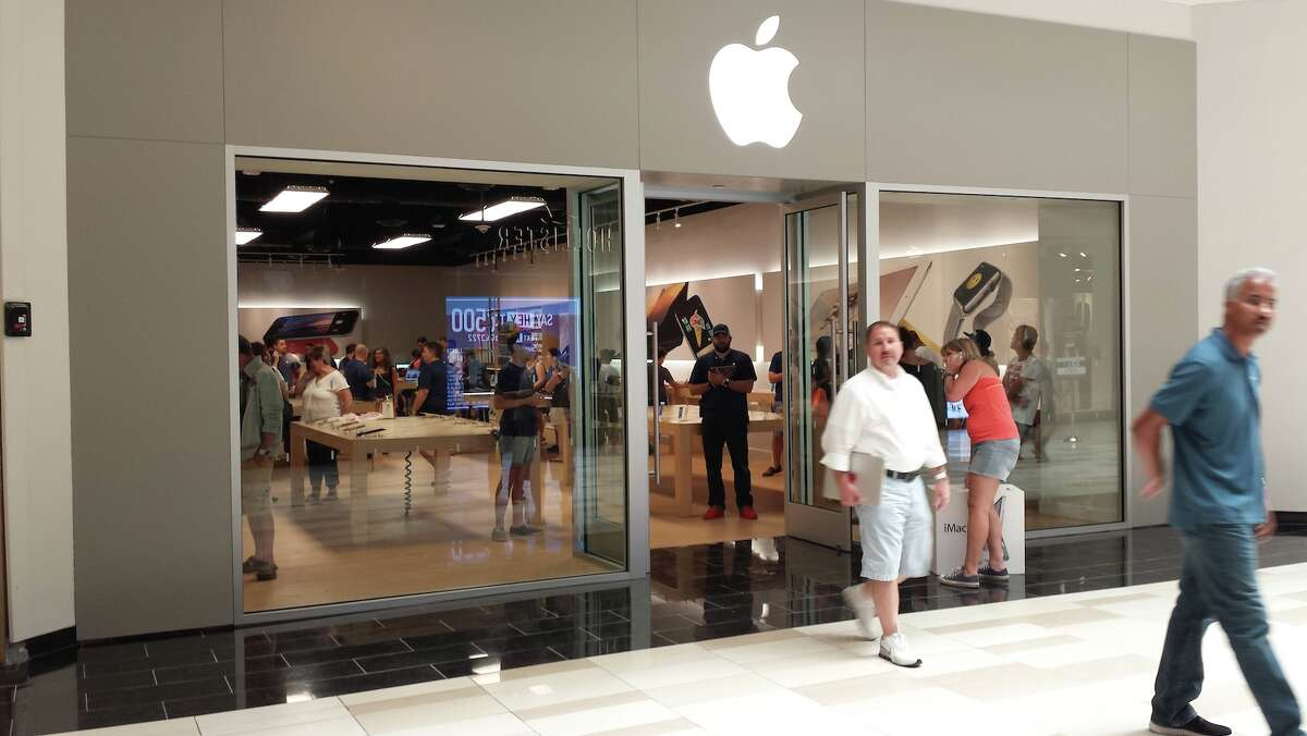 The temporary Apple Store at Crossgates Mall in Guilderland. (Eric Anderson / Times Union)