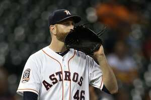 Astros starter Scott Feldman leaves Tuesday's game due to shoulder issue - Photo