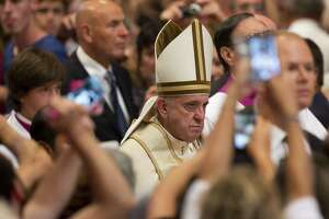 Pope to let priests absolve abortion - Photo