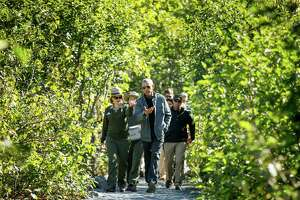 Obama focuses on melting glacier - Photo