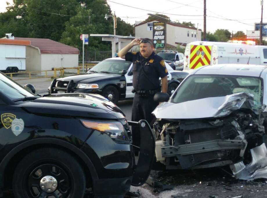 San Antonio police and EMS investigate and clear an accident in which a sedan collided with a police SUV at about 7 p.m. Tuesday, Sept. 1, at the intersection of Cincinnati and Zarzamora. Photo: Jacob Beltran