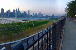 A stroll on the bluffs of Brooklyn Heights - Photo