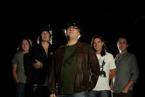 Free Blues Traveler show in Uncasville Wolf Den - Photo