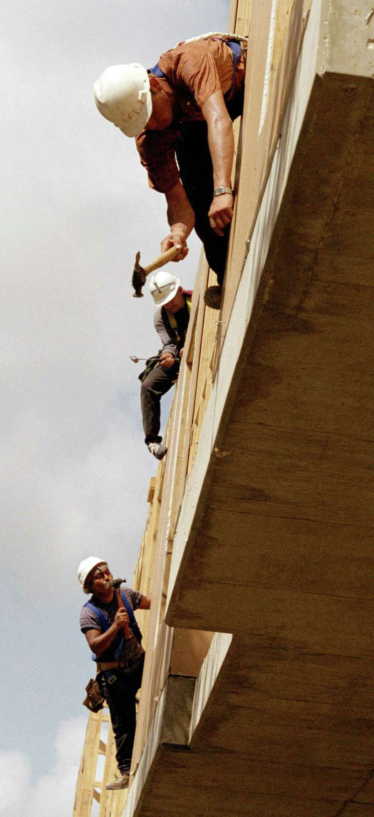 CONTACT FILED: CALAIS AT COURTLANDT SQUARE APARTMENTS Construction workers hammer exterior siding to the Calais at Courtlandt Square Apartments (at the corner of Smith and Stuart Street just south of downtown) under construction on 9-26-03. The Houston apartment market is believed by some to be overbuilt and soft.