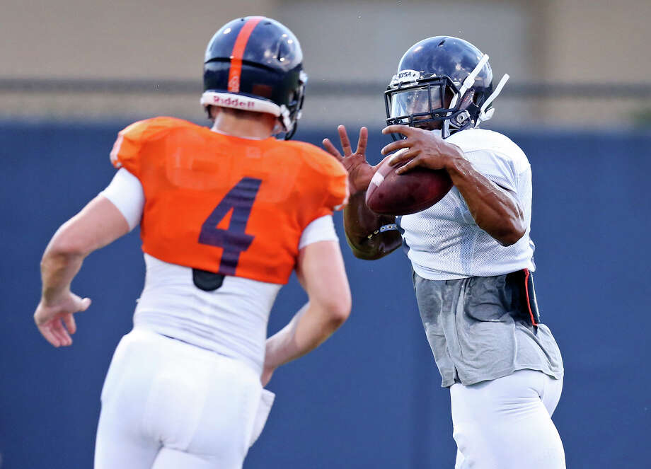 UTSA quarterback Blake Bogenschutz (left) pitches the ball to UTSA running back Jarveon Williams during practice held Friday Aug. 14, 2015 on the campus. Photo: Edward A. Ornelas, Staff / San Antonio Express-News / © 2015 San Antonio Express-News
