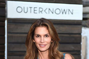 Cindy Crawford: 'Leaked photo was not real' - Photo