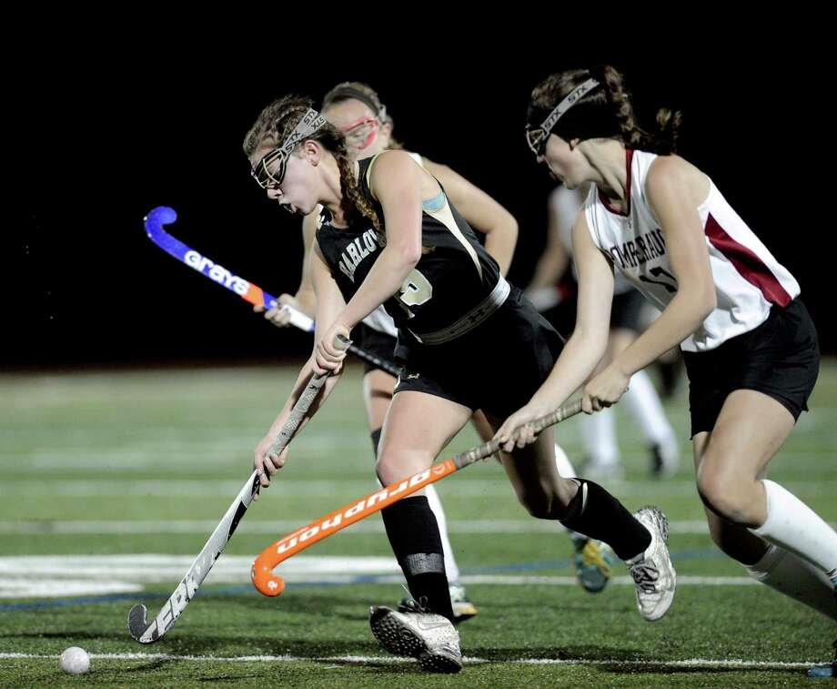 Barlow's Elisa Taylor-Yeremeeva, left, tries to stay ahead of Pomperaug's Annabella Pastorok and Peyton Fleming (17) during the SWC semifinals last year. Photo: H John Voorhees III / Hearst Connecticut Media / The News-Times Staff Photographer