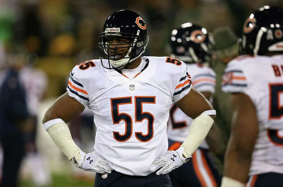 GREEN BAY, WI - NOVEMBER 09:  Lance Briggs #55 of the Chicago Bears warms up prior to the game against the Green Bay Packers at Lambeau Field on November 9, 2014 in Green Bay, Wisconsin. (Photo by Jonathan Daniel/Getty Images) ORG XMIT: 507847997 Photo: Jonathan Daniel / 2014 Getty Images