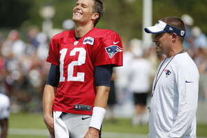 Judge lets Brady play, tosses NFL ban in 'Deflategate' - Photo