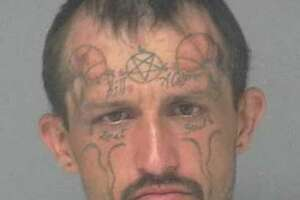 Texas man with satanic facial tattoos threatens to blow up courthouse - Photo