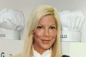 Tori Spelling suing Benihana over burn injuries - Photo
