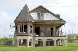 List names historic Galveston sites that could be in danger - Photo