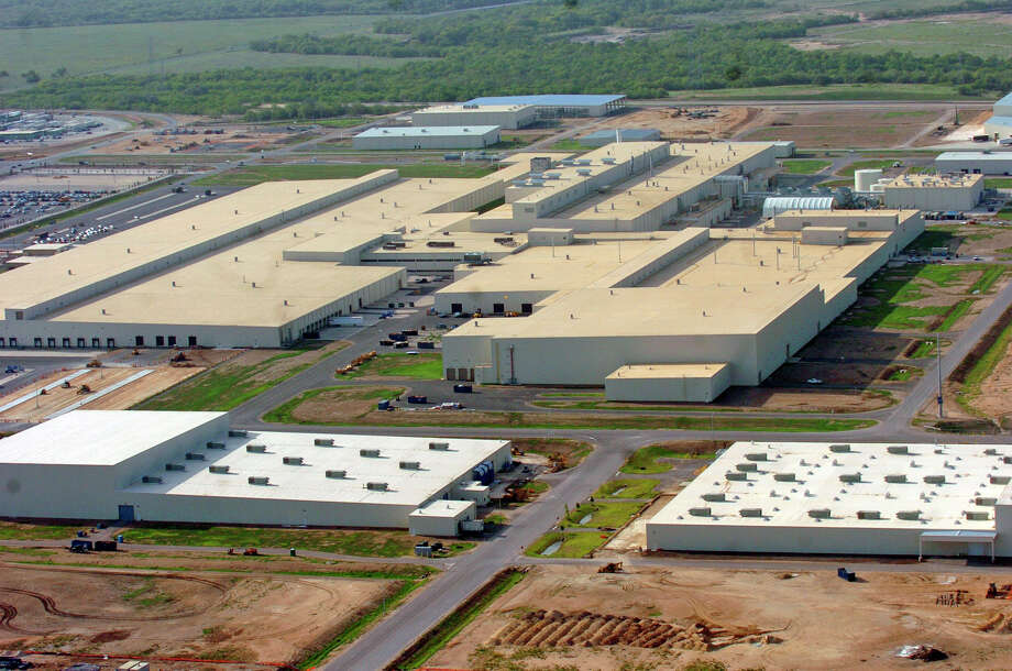 Toyota's plant in southern Bexar County makes the Tacoma and Tundra. Toyota and its suppliers could create 400 jobs altogether as a result of the Saturday production, says Mario Lozoya, government relations and external affairs director. Photo: Express-News File Photo / SAN ANTONIO EXPRESS-NEWS