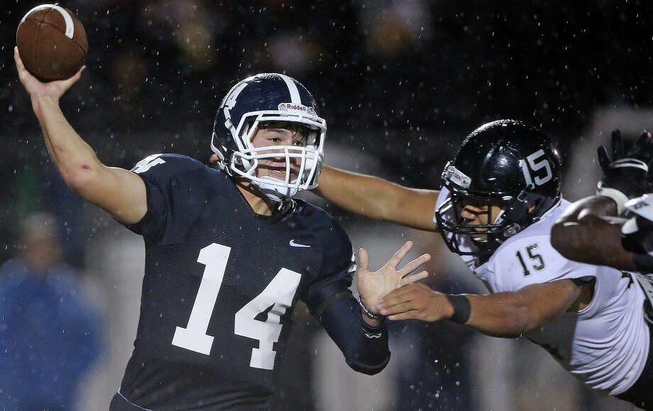 Smithson Valley quarterback Josh Adkins (left) faces a stout Brennan defense led by D.J. Allen. Photo: Tom Reel / San Antonio Express-News / San Antonio Express-News