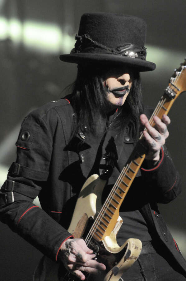 Mick Mars of Mötley Crüe in a Junker Designs look by Tod Waters. Photo: Scott Harris Photos