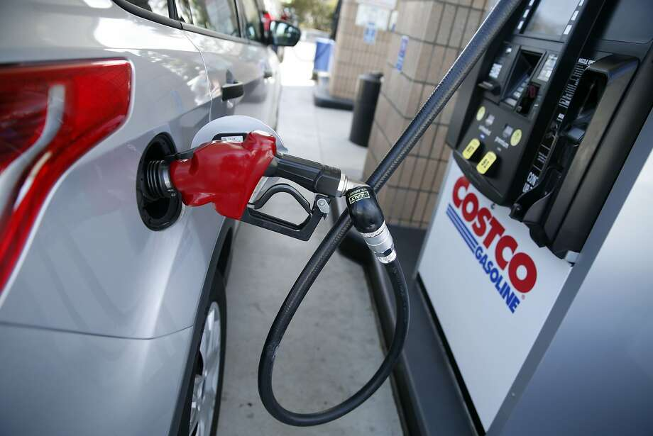 Francisco Quiamba fills up his tank with gasoline at Costco in South San Francisco, Calif., on Thursday, September 3, 2015. Photo: Scott Strazzante, The Chronicle