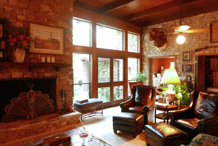 The Shavano Park home of Rickey and Patti Psencik offers the comfort of a lodge, with warm wood tones and rock walls and decorative items that hold memories. Photo: Billy Calzada /San Antonio Express-News / San Antonio Express-News