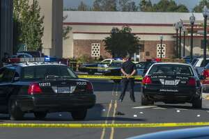 Police: Gunman kills 1, wounds 2 at Sacramento college - Photo