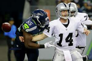 Live coverage: Raiders at Hawks - Photo