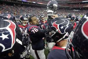 Texans tackle Duane Brown says he's a lock for opener despite thumb injury - Photo