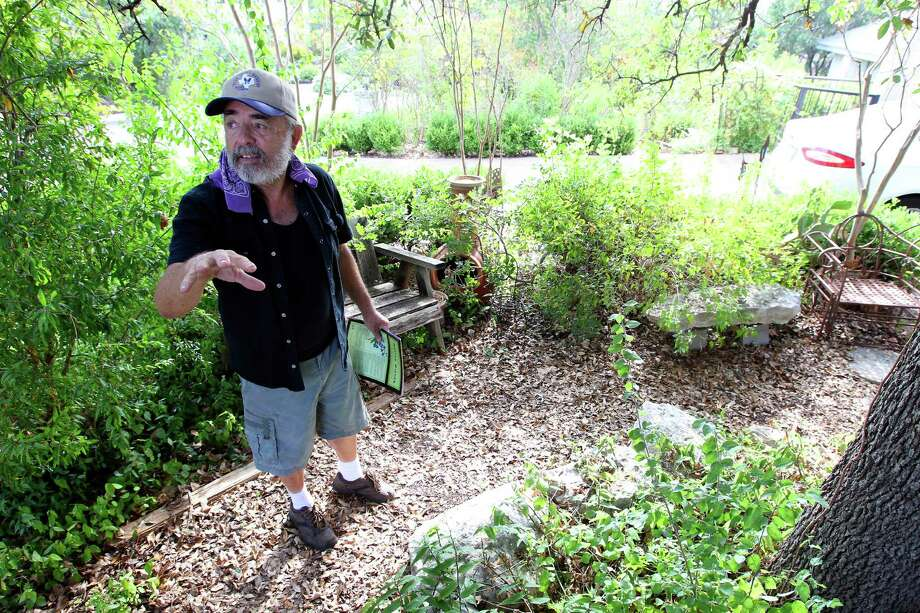 Sir Oliver Smith talks about his water saver yard Thursday morning. Photo: William Luther /San Antonio Express-News / © 2015 San Antonio Express-News