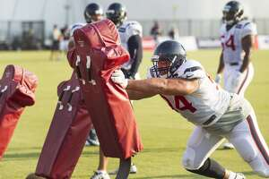 Texans cut defensive lineman Tevita Finau - Photo