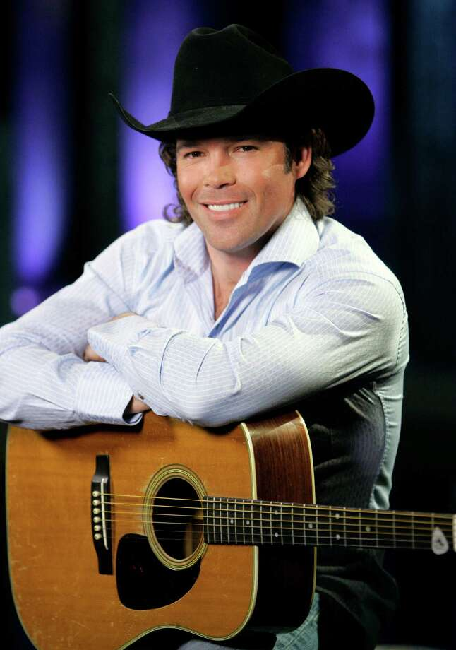 Country singer Clay Walker is shown on Feb. 27, 2007, in Nashville, Tenn. More than a decade after being diagnosed with multiple sclerosis, country singer Clay Walker's voice sounds stronger than ever.  (AP Photo/Mark Humphrey) Photo: Mark Humphrey, STF / Beaumont