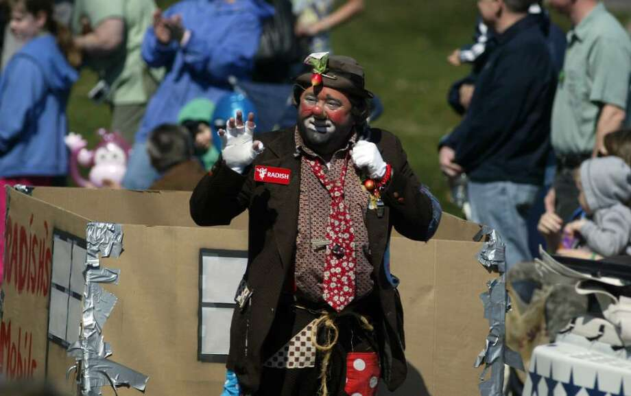 Radish the clown waves to the crowd, Sun., March 21, 2010, along the St. Patrick's Day Parde route in Milford. Photo: Phil Noel / Connecticut Post