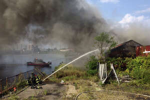 Fire breaks out in abandoned Bridgeport building - Photo