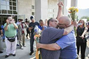 With clerk jailed, gay couples get marriage licenses in Kentucky - Photo