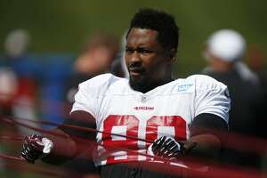49ers release pass-rusher Darnell Dockett - Photo