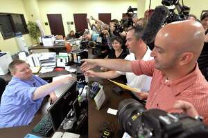 Jailed clerk's attorney: Marriage licenses for gays are void - Photo