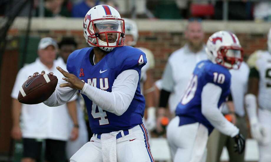 SMU quarterback Matt Davis looks to pass during the first half against Baylor on Sept. 4, 2015, in Dallas. Photo: LM Otero /Associated Press / AP