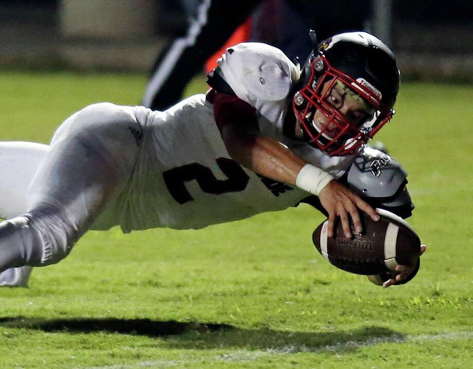 Southside's Matthew Collier stretches for a touchdown against Sam Houston during first half action on Sept. 4, 2015 at SAISD Complex. Photo: Edward A. Ornelas /San Antonio Express-News / © 2015 San Antonio Express-News
