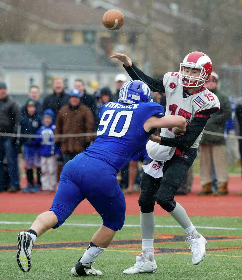 Darien's Mark Evanchick (90) enters his senior year 17 sacks shy of Dwight Freeney's career state record of 60. Photo: Lindsay Perry / Lindsay Perry / Stamford Advocate