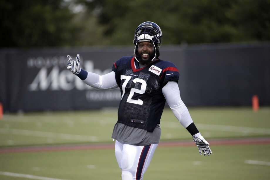 Derek Newton was able to run with no visible signs of discomfort, moving well as he warmed up before sitting out against the Texans' game against the Dallas Cowboys. Photo: Associated Press