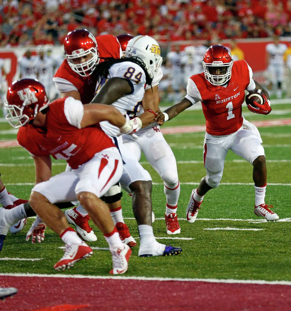 UH's Greg Ward Jr. (1) cruises in for the second Cougars TD against Tennessee Tech on Saturday, Sept. 5, 2015.