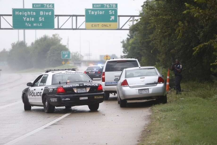 A body was discovered along I-10 near Taylor Street on Sept. 7, 2015. Houston police are investigating. Photo: Cody Duty/Houston Chronicle