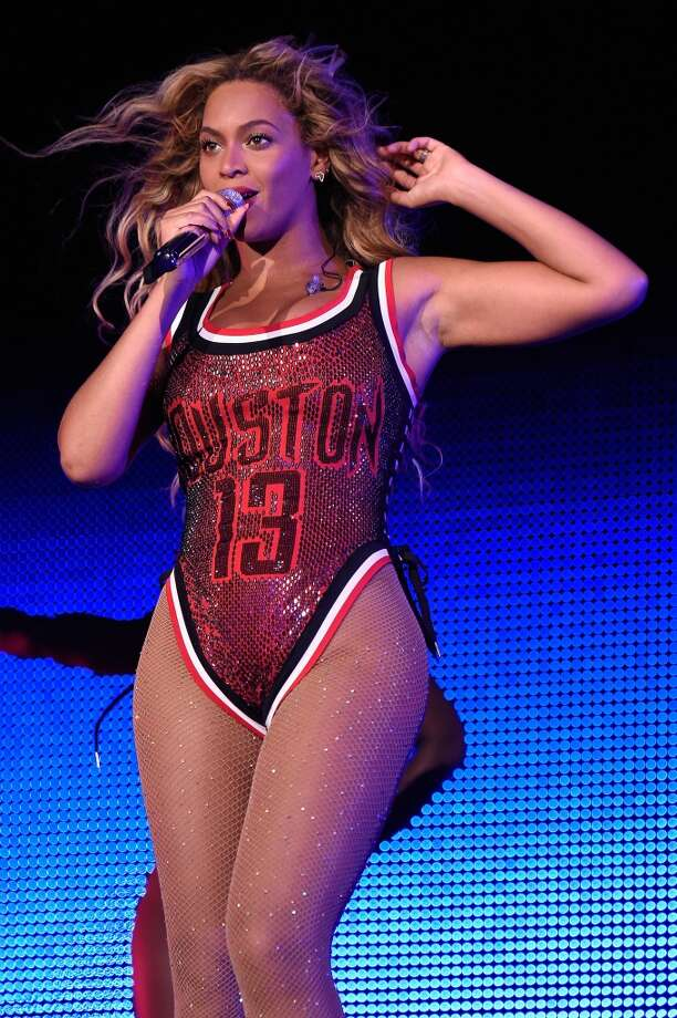 Beyonce performs onstage during the 2015 Budweiser Made in America Festival.