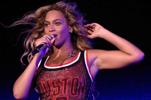 Beyonce performs onstage during the 2015 Budweiser Made in America Festival at Benjamin Franklin Parkway on September 5, 2015 in Philadelphia, Pennsylvania. (Photo by Kevin Mazur/Getty Images for Anheuser-Busch)