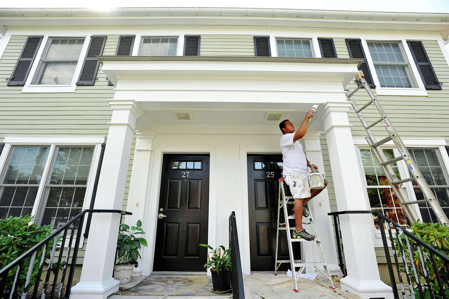 Rodolfo Gamboa, of Aladdin Services, painted a home in Stamford on Wednesday, Aug. 26. Photo: Jason Rearick / Hearst Connecticut Media / The Advocate
