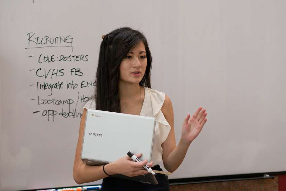 Jessica Jin, founder and editor-in-chief at Rhino Press, lays out her strategy for the new school year to the editorial team.  Jin began the nonprofit student news organization as an entrepreneurial venture. Photo: R. Clayton McKee, Freelance / © R. Clayton McKee