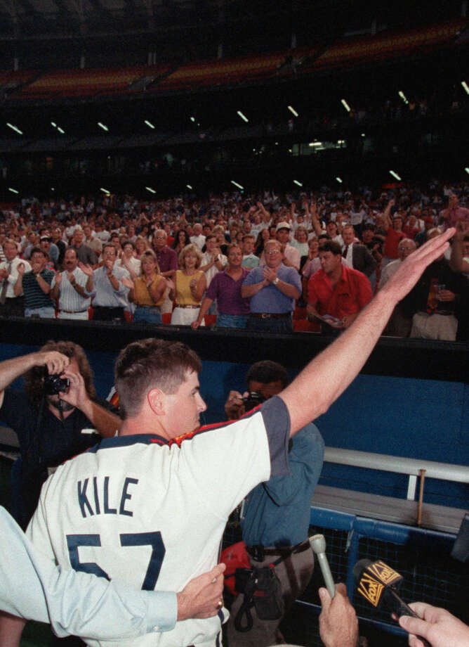 09/08/1993 -- Astros' Darryl Kile acknowledges applause from fans at the Astrodome 9/8/1993 after he pitched a no-hitter against the New York Mets. Photo: Howard Castleberry, © Houston Chronicle / Houston Chronicle