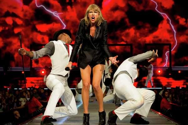 Swift S 1989 Tour Pulls Into Houston Houstonchronicle Com