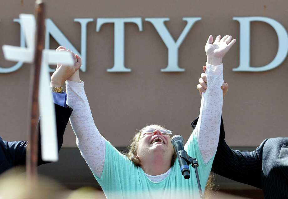Rowan County Clerk Kim Davis cries out after being released from the Carter County Detention Center, Tuesday, Sept. 8, 2015, in Grayson, Ky. Davis, the Kentucky county clerk who was jailed for refusing to issue marriage licenses to gay couples, was released Tuesday after five days behind bars.   (AP Photo/Timothy D. Easley) Photo: Timothy D. Easley, FRE / Associated Press / FR43398 AP