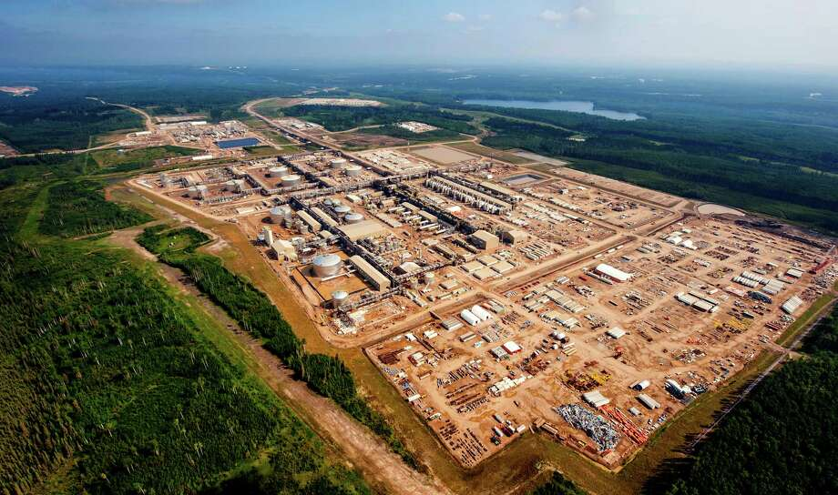 The Surmont 2 oil sands project recently began producing a thick crude called bitumen in Alberta, Canada. (ConocoPhillips photo) Photo: ConocoPhillips / OFFSHOOT_STUDIOS
