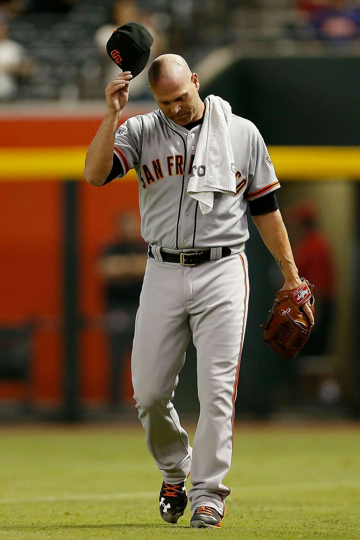 Starting pitcher Tim Hudson #17 of the San Francisco Giants walks to the dugout before the MLB game against the Arizona Diamondbacks at Chase Field on September 8, 2015 in Phoenix, Arizona.