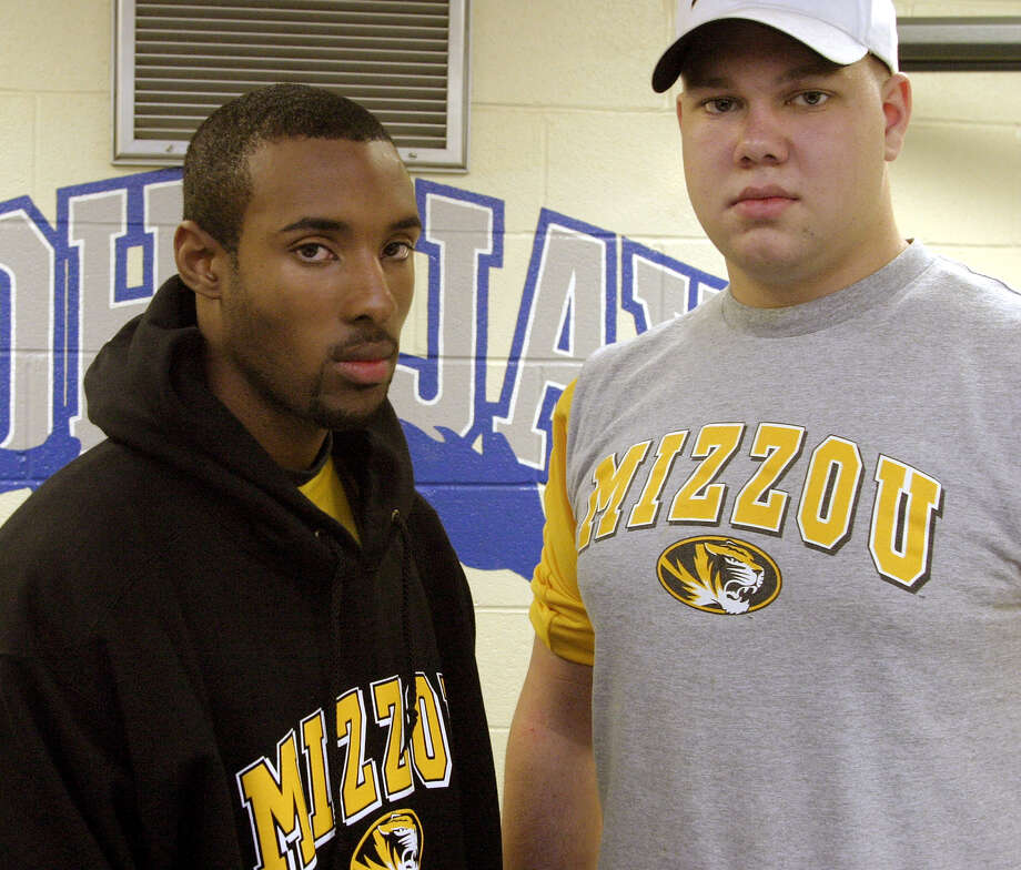 Jay High School standouts, quarterback Mack Breed, left, and offensive tackle Aaron Saunders signed their letters of intent to the Missouri Tigers in 2004. Photo: Express-News File Photo / SAN ANTONIO EXPRESS-NEWS