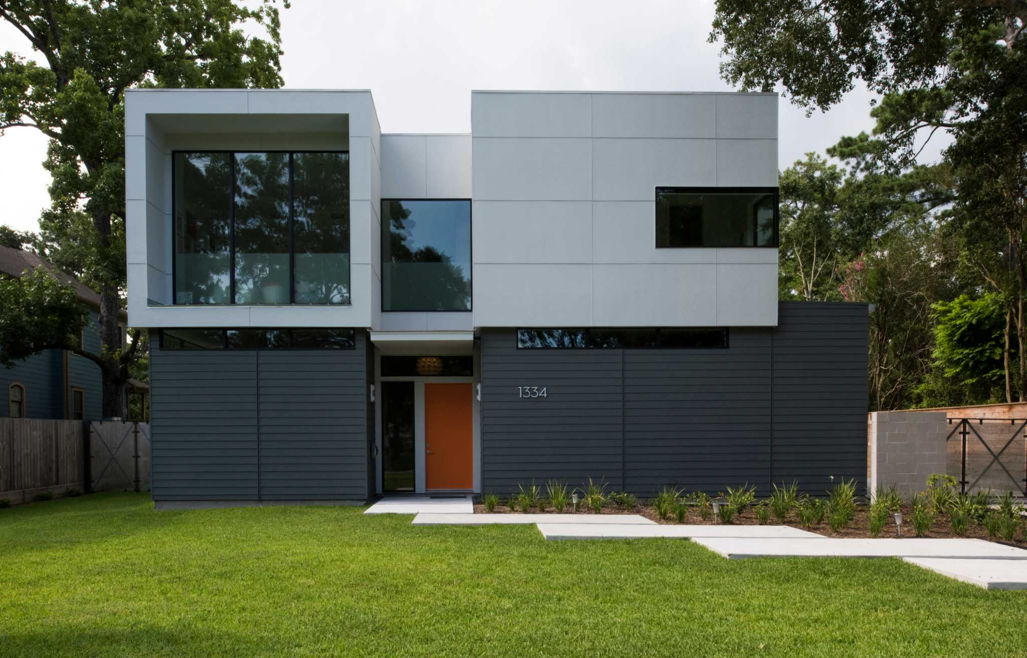 New uber modern home in garden oaks has family friendly for Modern home decor houston