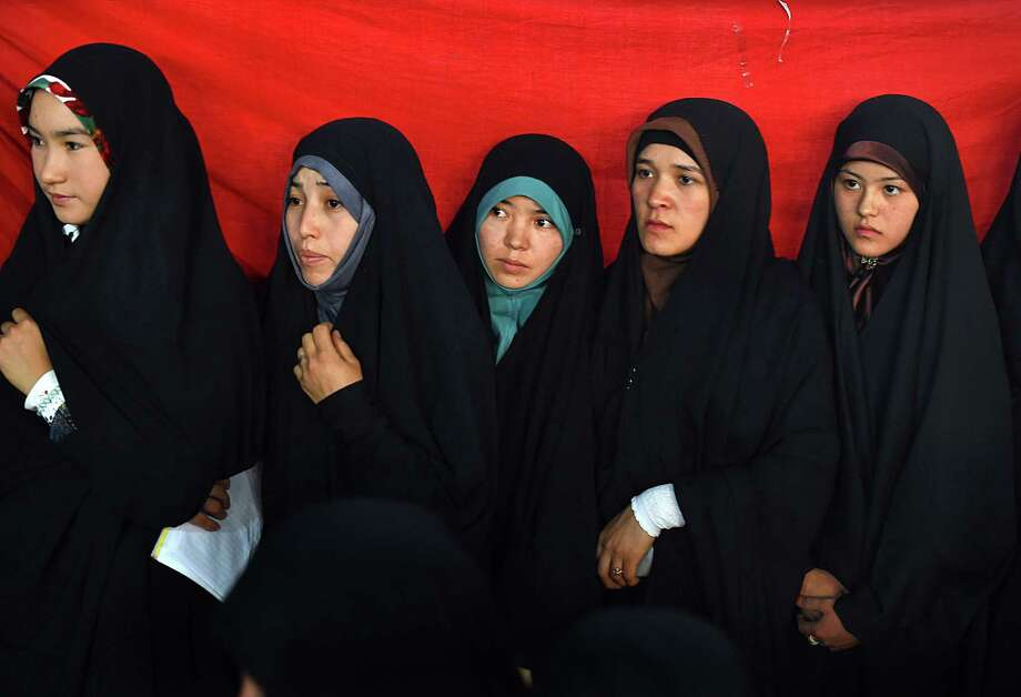 Differences in culture and religion have led to discrimination against Muslim women in the United States. One of the difference is dress, but parents can easily explain this to their children. Photo: Shah Marai /AFP / Getty Images / AFP